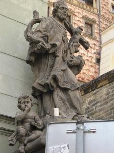 Estátua ao lado do prédio que mostrei a cima.