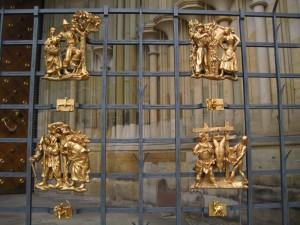 Signos do Zodíaco numa das grades do Castelo de Praga